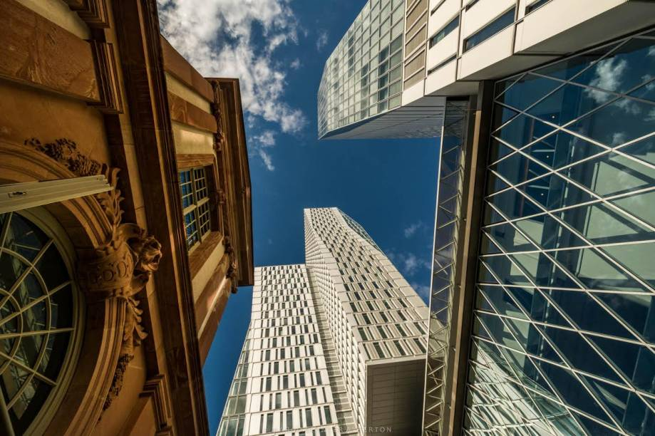"<strong><a href=""http://viajeaqui.abril.com.br/cidades/alemanha-frankfurt"" rel=""FRANKFURT"" target=""_blank"">Frankfurt</a></strong><strong>— SETE NOITES UPSCALE</strong>Sete noites no upscale <a href=""http://michelhotel-wetzlar.de/"" rel=""Michel Hotel Wetzlar"" target=""_blank"">Michel Hotel Wetzlar</a>.<strong>Quando:</strong> em 24/1<strong>Quem leva:</strong> <a href=""http://www.softtravel.com.br/"" rel=""Soft"" target=""_blank"">Soft</a><strong>Quanto:</strong> US$ 1264"