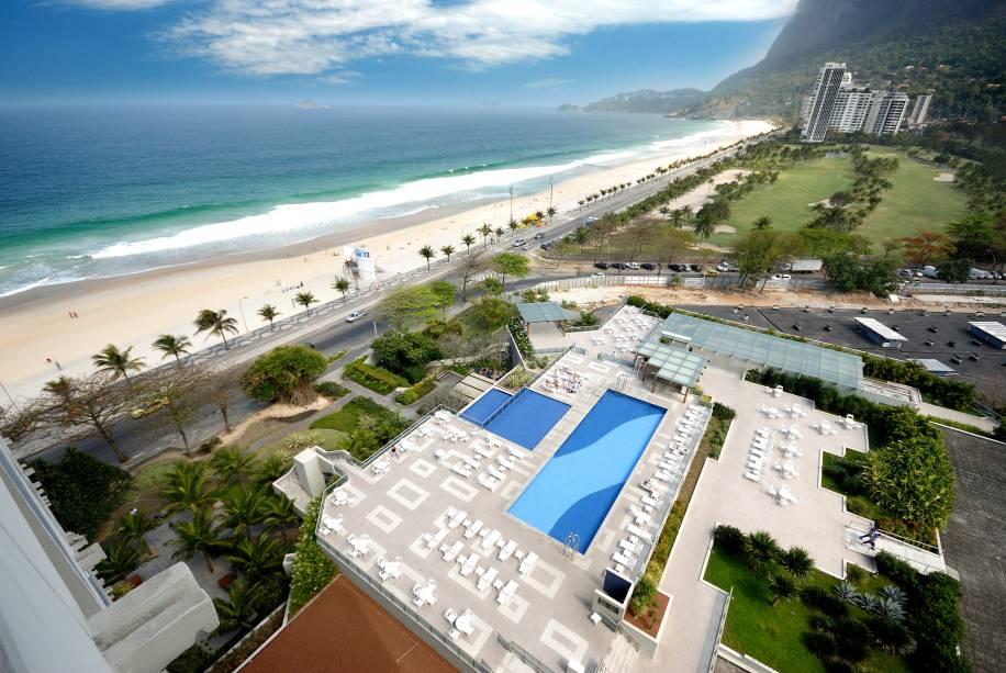 """<strong><a href=""""http://viajeaqui.abril.com.br/paises/reino-unido"""" rel=""""Inglaterra:"""" target=""""_blank"""">Inglaterra:</a> <a href=""""http://viajeaqui.abril.com.br/cidades/br-rj-rio-de-janeiro"""" rel=""""Rio de Janeiro (RJ) """" target=""""_blank"""">Rio de Janeiro (RJ) </a></strong>            A seleção inglesa se hospeda no<a href=""""http://viajeaqui.abril.com.br/estabelecimentos/br-rj-rio-de-janeiro-hospedagem-royal-tulip-rio-de-janeiro"""" rel="""" Royal Tulip Rio de Janeiro"""" target=""""_blank""""><strong> Royal Tulip Rio de Janeiro</strong></a>. O hotel conta com 2 restaurantes e bares, spa e até um mini-mercado, além de quartos luxuosos."""