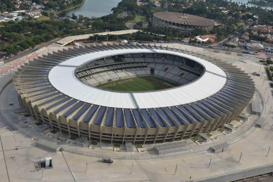 """<strong><a href=""""http://viajeaqui.abril.com.br/estabelecimentos/br-mg-belo-horizonte-atracao-mineirao-estadio-governador-magalhaes-pinto"""" rel=""""Mineirão"""" target=""""_self"""">Mineirão</a></strong>                Parada obrigatória na cidade, o estádio é considerado pelos mineiros como um verdadeiro patrimônio. Inaugurado em 1965, ele acompanhou a ascenção de dois grandes clubes no futebol brasileiro: Atlético-MG e Cruzeiro. Reformado para a Copa do Mundo de 2014, o Mineirão serve não só como palco de eventos esportivos: ele abriga o Museu Brasileiro do Futebol, que abriga objetos históricos e recursos audiovisuais para contar a história do esporte"""