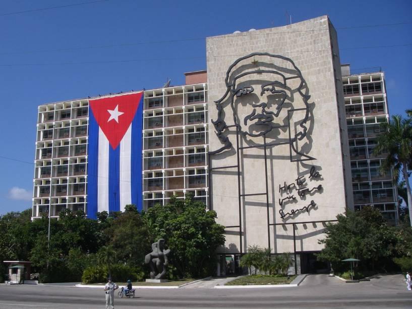 Ministério do Interior em Havana: Hasta la Victoria Siempre, Che e a bandeira