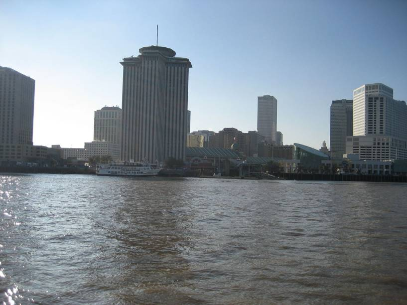 <strong>Delta do rio Mississipi, EUA:</strong>O delta do Mississippi, nos Estados Unidos, cobre uma área de 75 mil km², onde vivem cerca de 2,2 milhões de pessoas. É na cidade de Nova Orleans, castigada pelo furacão Katrina em 2005, que se concentra a maior parte da população. Localizada a meio metro abaixo do nível do mar, a região que tem na pesca uma de suas principais atividades econômicas, está sujeita a constantes enchentes.