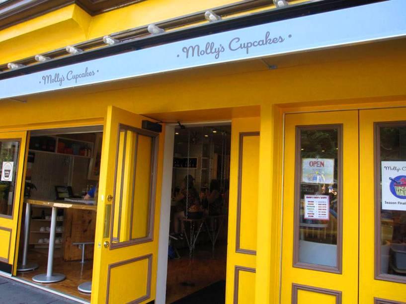 """<strong><a href=""""http://www.mollyscupcakes.com/"""" rel=""""Mollys Cupcakes"""" target=""""_blank"""">Mollys Cupcakes</a></strong>            A casa é charmosa e repleta de cupcakes fofos. Entre as receitas mais saborosas, estão sabores como os de blueberry e torta de maçã. Também dá pra fazer encomendas pra casamentos.<em>228 Bleecker Street,10014</em>"""