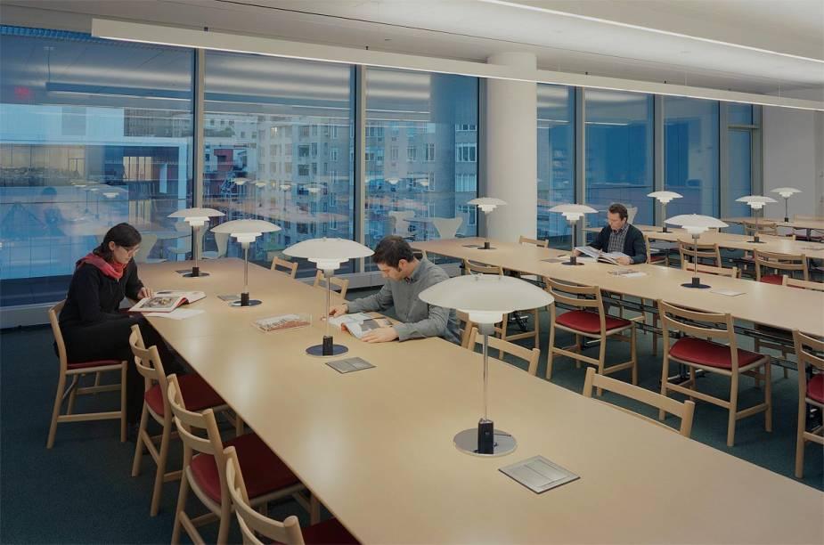 Biblioteca e sala de estudos do prédio anexo ao MoMA