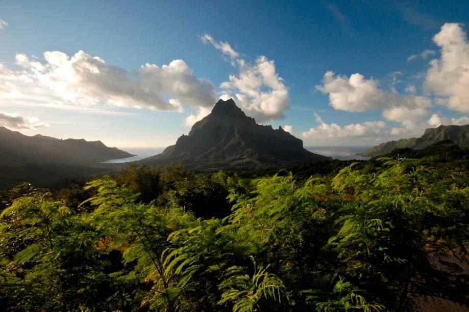 O Monte Rotui, na ilha de Moorea, é um popular passeio para quem está hospedado no Tahiti
