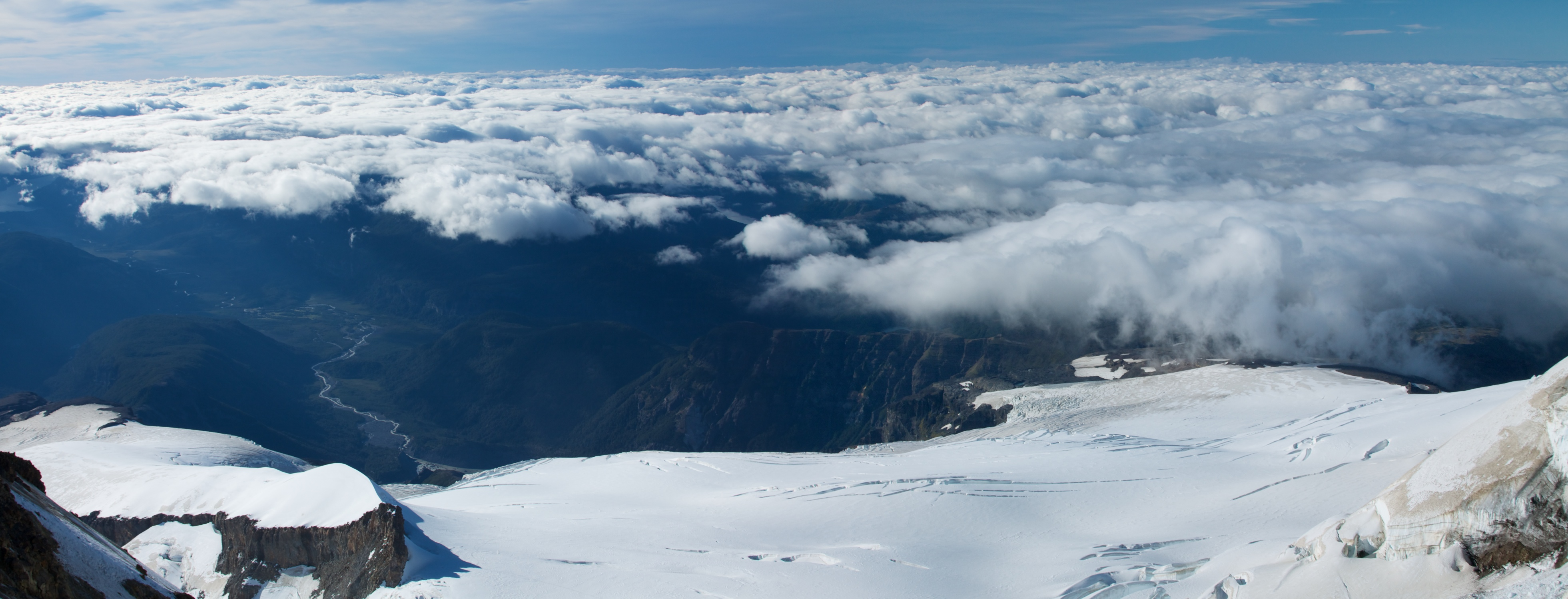 Monte Tronador - Vista do cume para lado da Argentina - Ruta de los Siete Lagos - Argentina - Wikimedia Commons - McKay Savage