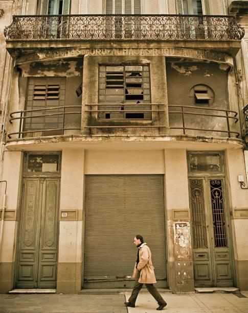 Construtivismo: uma história por trás da fachada simétrica e gris da Ciudad Vieja; ao caminhar, olhe para cima