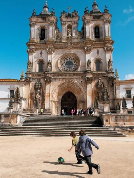 Paixão medieval: o <strong>Mosteiro de Santa Maria</strong>, em Alcobaça, onde o amor de Inês de Castro e do então príncipe Pedro virou eterno