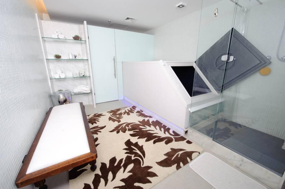 Há uma ducha com acesso direto à entrada do tanque, é obrigatório tomar banho antes e depois da flutuação