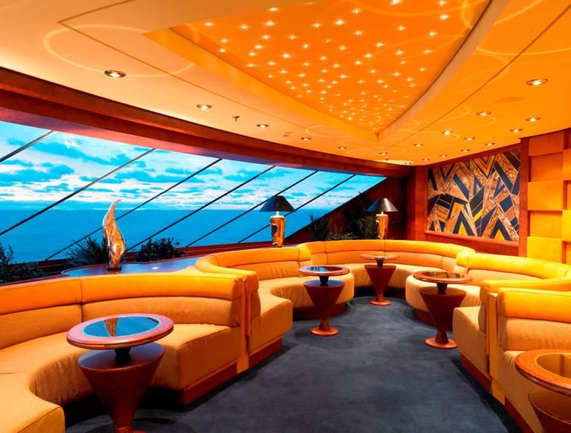 Yacht-Club do navio MSC Fantasia, da companhia MSC Cruzeiros.