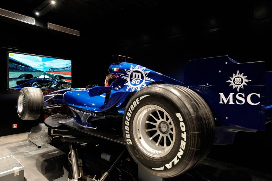 No simulador de corrida os hóspedes podem sentir a emoção da Fórmula 1