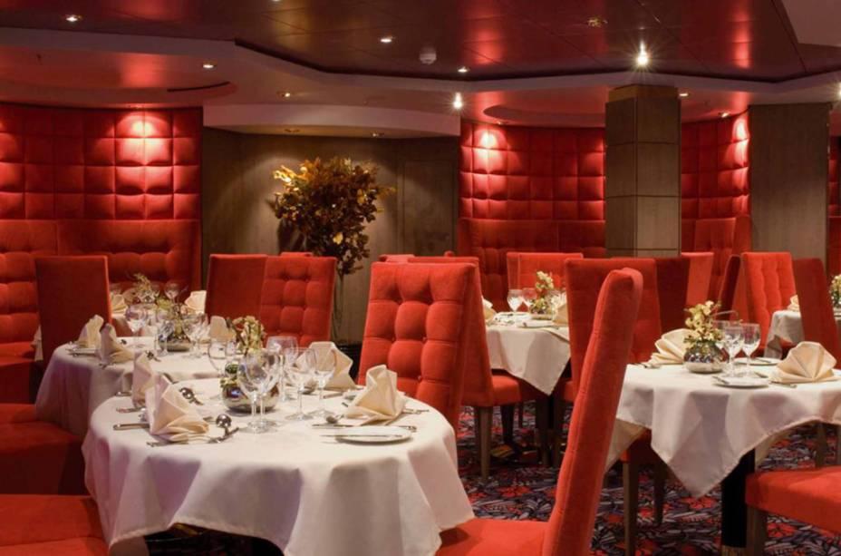 Restaurante em tons de vermelho