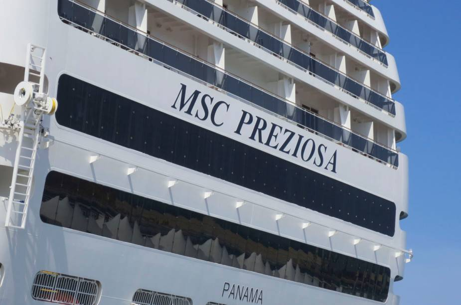 """<strong>MSC PREZIOSA</strong>                Com sua escada de cristais Swarovski e o maior tobogã aquático em alto-mar, o cruzeiro promete luxo e diversão nas 19 noites a bordo. O percurso, entre <a href=""""http://viajeaqui.abril.com.br/cidades/italia-veneza"""" rel=""""Veneza"""" target=""""_blank""""><strong>Veneza</strong></a> e <a href=""""http://viajeaqui.abril.com.br/cidades/br-sp-santos"""" rel=""""Santos"""" target=""""_blank""""><strong>Santos</strong></a>, passa por <strong><a href=""""http://viajeaqui.abril.com.br/paises/malta"""" rel=""""Malta"""" target=""""_blank"""">Malta</a>, <a href=""""http://viajeaqui.abril.com.br/cidades/espanha-barcelona"""" rel=""""Barcelona"""" target=""""_blank"""">Barcelona</a>, Funchal, ilhas Canárias, <a href=""""http://viajeaqui.abril.com.br/cidades/br-ba-salvador"""" rel=""""Salvador"""" target=""""_blank"""">Salvador</a></strong> e <a href=""""http://viajeaqui.abril.com.br/cidades/br-rj-rio-de-janeiro"""" rel=""""Rio de Janeiro"""" target=""""_blank""""><strong>Rio de Janeiro</strong></a>.                <strong>QUANDO:</strong> Em 8 de novembro                <strong>QUEM LEVA:</strong> A <a href=""""http://msccruzeiros.com.br"""" rel=""""MSC"""" target=""""_blank""""><strong>MSC</strong></a> (11/4003-1058)                <strong>QUANTO:</strong> US$ 1 118 (com taxas)"""