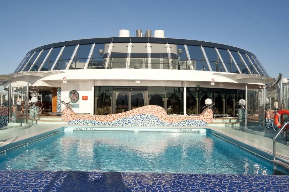 O MSC Splendida tem cinco piscinas e capacidade para mais de 3 mil hóspedes