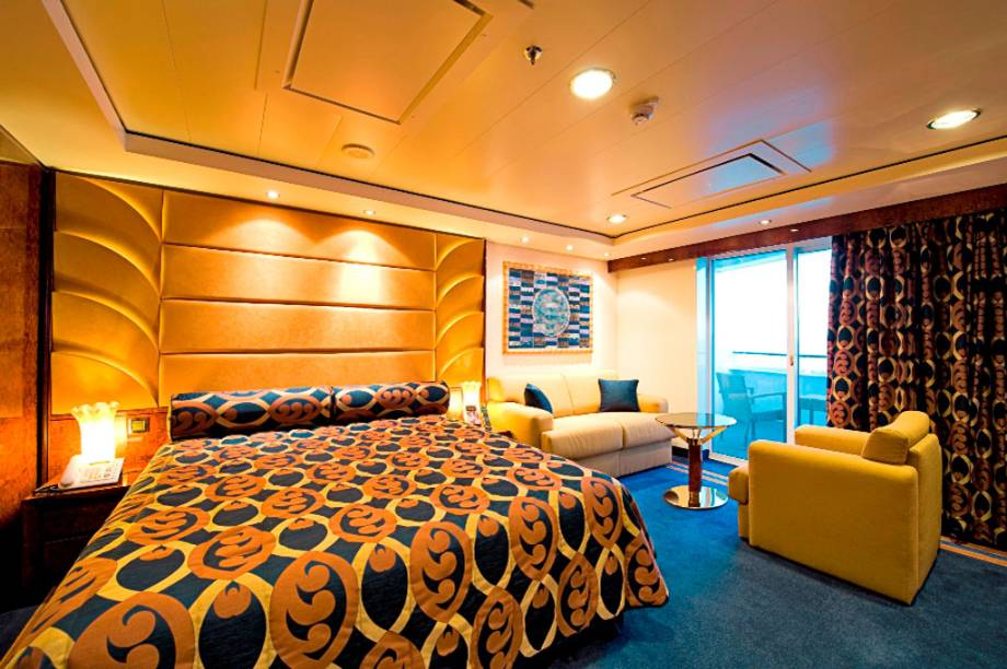 Cabine do Yacht-Club do navio MSC Fantasia, da companhia MSC Cruzeiros.