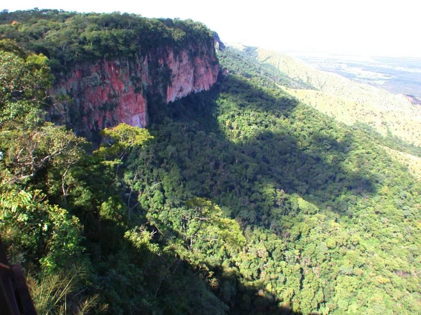 """<a href=""""http://viajeaqui.abril.com.br/cidades/br-mt-chapada-dos-guimaraes"""" rel=""""Chapada dos Guimarães"""" target=""""_blank""""><strong>Chapada dos Guimarães</strong></a>    Vista do alto do Morro de São Jerônimo, Chapada dos Guimarães"""