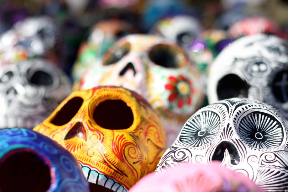 Enfeites e adornos especialmente elaborados para o Dia dos Mortos, no México