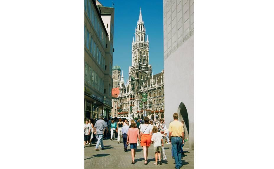 """<a href=""""http://viajeaqui.abril.com.br/cidades/alemanha-munique"""" rel=""""Munique, Alemanha""""><strong>Munique, Alemanha </strong></a>- Mesmo sendo a terceira maior cidade da Alemanha, Munique mantém grande parte do seu centro amigável aos pedestres. Endereço da mundialmente famosa Oktoberfest, a cidade possui edifícios públicos encantadores, parques vastos e convidativos, bares e restaurantes que permitem a qualquer pessoa experimentar o estilo de vida bávaro entre um passeio aqui e uma cerveja ali."""