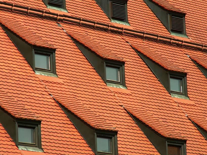 """<strong>Museu de Munique, <a href=""""http://viajeaqui.abril.com.br/cidades/alemanha-munique"""" rel=""""Munique"""" target=""""_blank"""">Munique</a>, <a href=""""http://viajeaqui.abril.com.br/paises/alemanha"""" rel=""""Alemanha"""" target=""""_blank"""">Alemanha</a></strong>            Com um design diferente<strong>, </strong>as janelas deste museu parecem estar se camuflando, mas na verdade só foram construídas assim para acompanhar a inclinação do telhado - onde se localizam"""