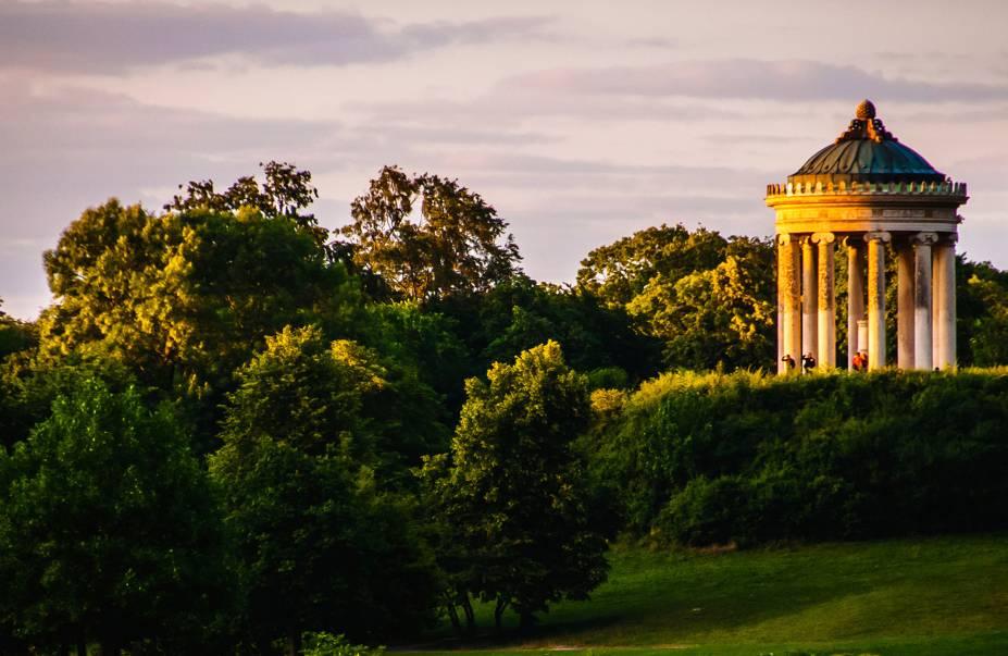 Englischer Garten, ou Jardim Inglês, é um dos parques da cidade