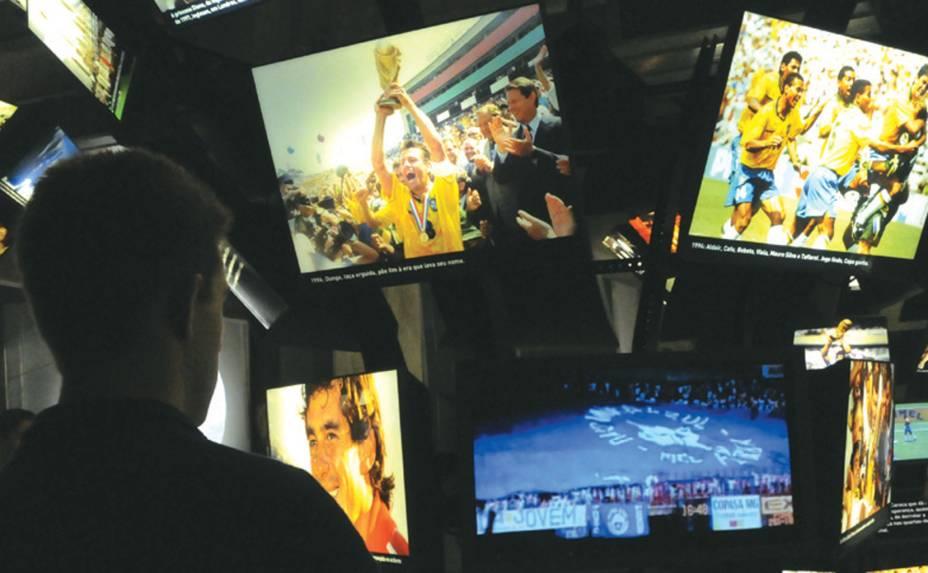 """<strong>3. <a href=""""http://viajeaqui.abril.com.br/estabelecimentos/br-sp-sao-paulo-atracao-museu-do-futebol"""" rel=""""Museu do Futebol"""" target=""""_blank"""">Museu do Futebol</a></strong>            A tecnologia faz deste do Museu do Futebol uma experiência interativa que encanta até quem não é muito fã do esporte. Fica em um dos lugares mais emblemáticos para o futebol na capital paulista: o Estádio Pacaembu.            <a href=""""http://viajeaqui.abril.com.br/estabelecimentos/br-sp-sao-paulo-atracao-museu-do-futebol/mapa"""" rel=""""Veja o mapa"""" target=""""_blank"""">Veja o mapa</a>"""