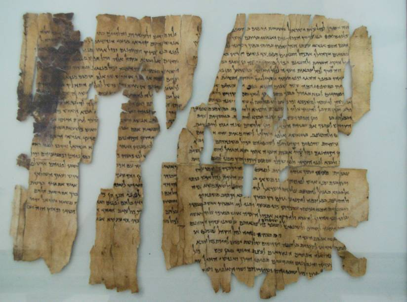 <strong>Museu de Israel </strong>(local sagrado para o judaísmo, o islamismo e o cristianismo)Os pergaminhos foram redigidos entre o século 3 a.C. e o ano 68 e são a versão mais antiga conhecida do texto bíblico. Embora a maior parte do acervo seja de origem israelense e judaica, não faltam relíquias das civilizações assíria, egípcia, babilônica, romana e muçulmana, entre outras que habitaram a região. O Museu fica a 10 minutos a oeste da Cidade Velha