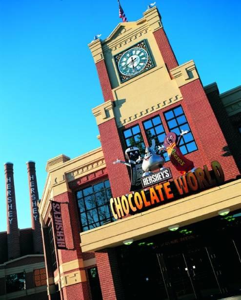 """<strong>Hershey's Chocolate World (Pensilvânia, <a href=""""http://viajeaqui.abril.com.br/paises/estados-unidos"""" rel=""""EUA"""" target=""""_blank"""">EUA</a>)</strong>    O museu tem unidades em <a href=""""http://viajeaqui.abril.com.br/cidades/estados-unidos-nova-york"""" rel=""""Nova York"""" target=""""_blank""""><strong>Nova York</strong></a>, <a href=""""http://viajeaqui.abril.com.br/paises/estados-unidos"""" rel=""""Chicago"""" target=""""_blank""""><strong>Chicago</strong></a>, <a href=""""http://viajeaqui.abril.com.br/materias/china-xangai?pw=1"""" rel=""""Xangai"""" target=""""_blank""""><strong>Xangai</strong></a>,<strong> <a href=""""http://viajeaqui.abril.com.br/cidades/emirados-arabes-unidos-dubai"""" rel=""""Dubai"""" target=""""_blank"""">Dubai</a></strong> e <a href=""""http://viajeaqui.abril.com.br/paises/cingapura"""" rel=""""Cingapura"""" target=""""_blank""""><strong>Cingapura</strong></a>, mas o Hersheys World na <strong>Pensilvânia</strong> é o maior e mais antigo museu de chocolate da marca"""