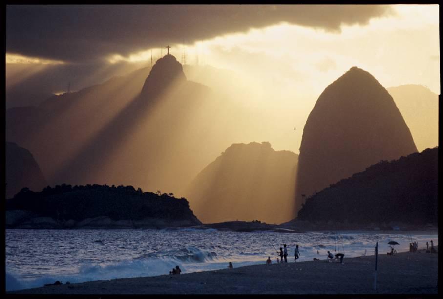 A imagem do Cristo Redentor, no Rio de Janeiro, vista de Niterói