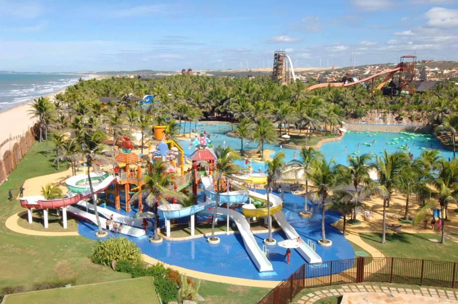 """<strong>BEACH PARK</strong>Na ressaca do verão, os resorts brasileiros tendem a praticar preços mais amenos. As sete noites deste pacote com pensão completa são no<a href=""""http://viajeaqui.abril.com.br/estabelecimentos/br-ce-aquiraz-hospedagem-beach-park-suites-resort"""" rel="""" Beach Park Suítes""""> Beach Park Suítes</a>, em <a href=""""http://viajeaqui.abril.com.br/cidades/br-ce-aquiraz"""" rel=""""Aquiraz"""">Aquiraz</a>, a 30 quilômetros de <a href=""""http://viajeaqui.abril.com.br/cidades/br-ce-fortaleza"""" rel=""""Fortaleza"""">Fortaleza</a>. Hóspedes do hotel têm acesso ilimitado ao parque aquático do complexo, que ganhou um belo upgrade de toboáguas em 2013 e foi eleito o Melhor Parque Temático do Brasil no Prêmio VT.<strong>Quando:</strong> Em 30 de março <strong>Quem leva:</strong> A <a href=""""http://www.cvc.com.br/index.aspx"""" rel=""""CVC"""" target=""""_blank"""">CVC</a> (11 3003-9282) <strong>Quanto:</strong> R$ 3 848 -<a href=""""http://www.beachpark.com.br/"""" rel=""""beachpark. com.br"""" target=""""_blank"""">beachpark. com.br</a>"""