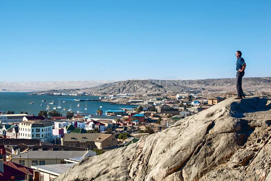 """<strong>Lüderitz</strong><strong>–</strong><strong>Namíbia</strong>""""Lüderitz é especial para mim, pois dali que, em 1984, parti para minha primeira travessia a remo pelo Atlântico até a Bahia. Adoro esta cidade, que tem um ar colonial, bem similar ao de Paraty. Fica ao sul da incrível Costa do Esqueleto, e, por lá, come-se a melhor ostra do mundo, bebe-se ótimos vinhos. E tem hotéis charmosos – tudo a preços irrisórios"""""""