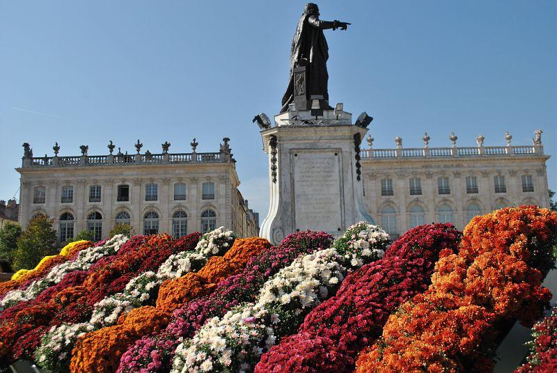 """<a href=""""http://viajeaqui.abril.com.br/cidades/franca-nancy"""" rel=""""Nancy"""" target=""""_blank""""><strong>Nancy</strong></a>    Além de sua grande produção de minério de ferro e seu passado ducal, Nancypode ser definida por três atributos especiais: sua arte, seus parques e seus jardins"""