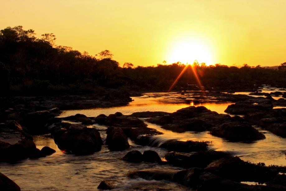 """<a href=""""http://viajeaqui.abril.com.br/cidades/br-go-chapada-dos-veadeiros"""" rel=""""Chapada dos Veadeiros"""" target=""""_blank""""><strong>Chapada dos Veadeiros</strong></a>    Nascer do sol na cachoeira das Sete Quedas, Chapada dos Veadeiros"""