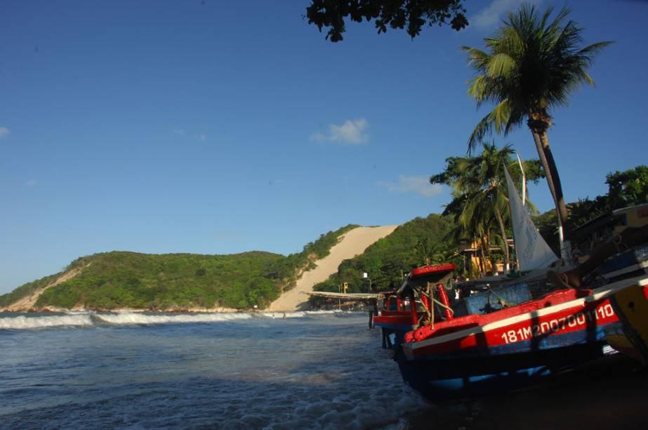 A Praia de Ponta Negra e, ao fundo, o <strong>Morro do Careca</strong>, em Natal
