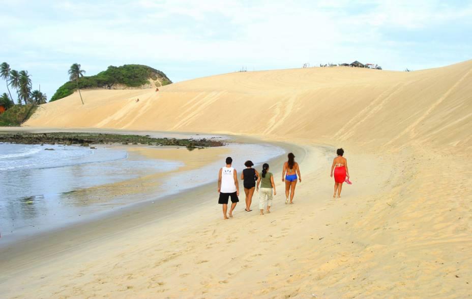 Caminhada pela praia de <strong>Genipabu</strong>