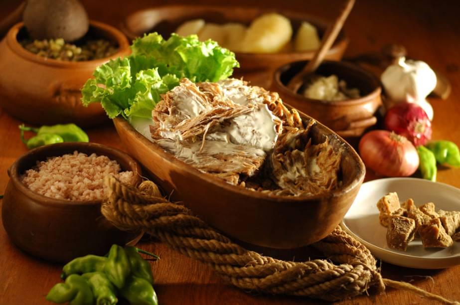 Carne de sol batida na nata, acompanha arroz, feijão verde, macaxeira e farofa dagua do Âncora Caipira, restaurante estrelado pelo GUIA QUATRO RODAS