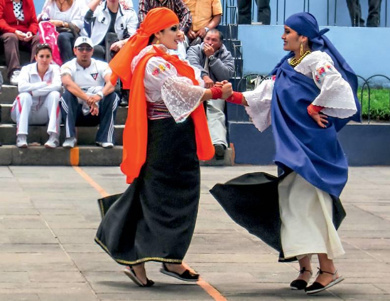 Uma dança para saudar o mundo que a linha divide, em Quito