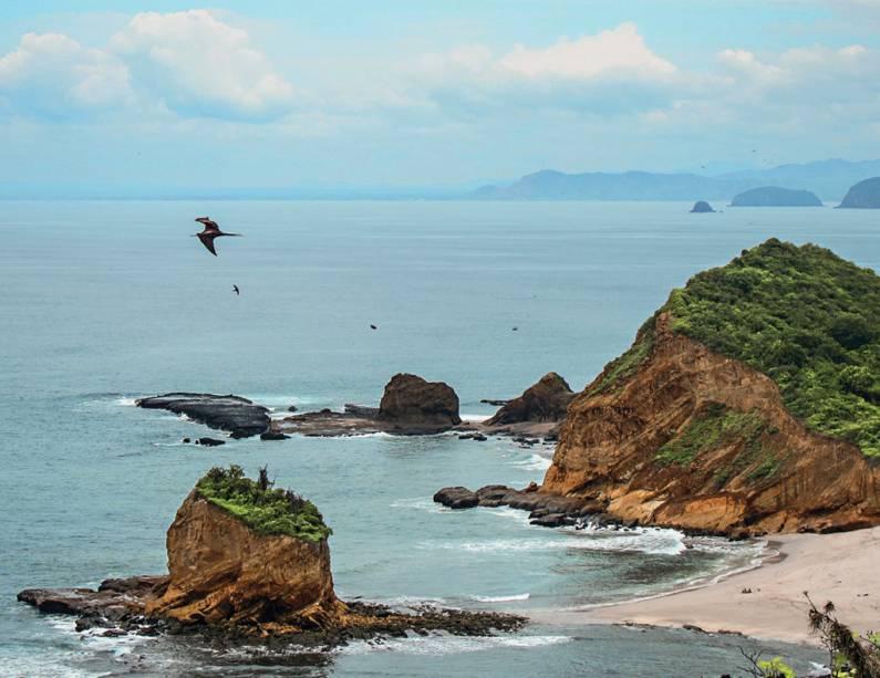 O Pacífico e os rochedos da Praia de los Frailes