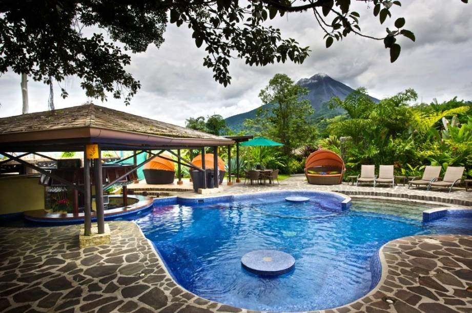 """<strong>2. Nayara Hotel, Spa & Gardens, Parque Nacional do Vulcão Arenal, <a href=""""http://viajeaqui.abril.com.br/paises/costa-rica/fotos"""" rel=""""Costa Rica"""" target=""""_blank"""">Costa Rica</a></strong>Com vista para o vulcão Arenal e cercado por florestas e cachoeiras, promove diversas atividades de aventura - e muito conforto para quem preferir relaxar.Mês mais barato para se hospedar: Junho"""