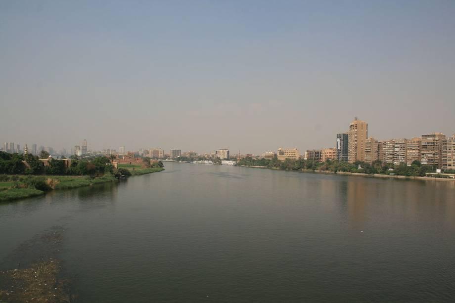 <strong>Rio do Nilo:</strong> Na Antiguidade, o Delta do Nilo, uma planície com 160 km de comprimento e 250 km de largura, era onde se localizava o chamado Baixo Egito, a região que mais sofreu a influência do período helênico. É aí que o rio Nilo se divide em vários braços para desaguar no mar Mediterrâneo, ao norte. Hoje, a região é uma das mais ameaçadas do mundo pelo aumento do nível do mar, que, segundo previsões, pode afetar até quatro milhões de pessoas, e, destruir boa parte da produção agrícola local.