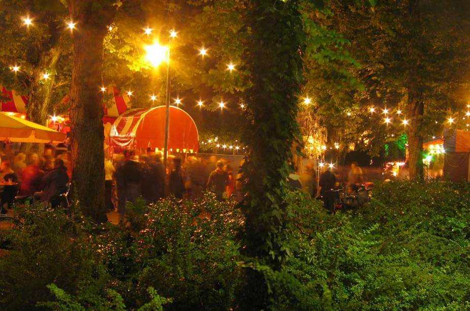 <strong>Noorderzon, Groningen </strong>        O festival ocorre no parque público da cidade Noorderplantsoen.