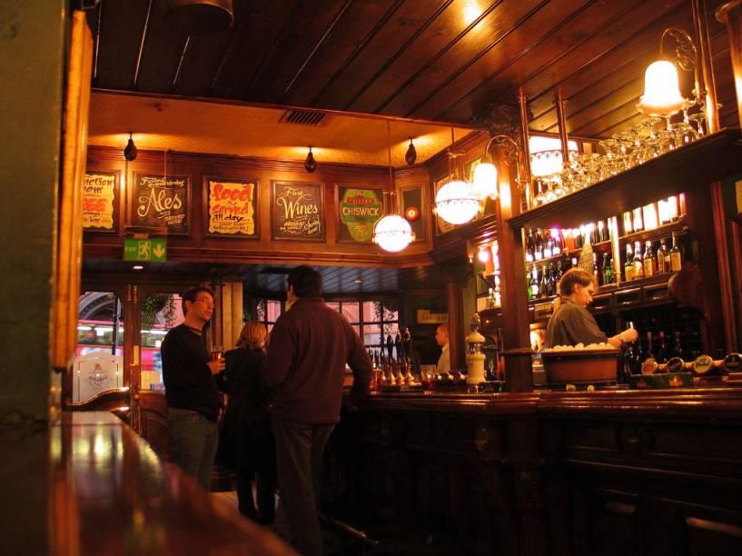 Cada britânico tem seu pub preferido, onde é tirada sua cerveja favorita e onde seus amigos se encontram. Londres possui uma série de casas com uma atmosfera única e envolvente