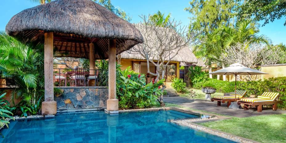 """A atmosfera do lugar casa totalmente com o clima romântico de uma lua de mel. As instalações são modernas e luxuosas, com cenários impressionantes. Outro grande destaque é o atendimento dos funcionários <em><a href=""""http://www.booking.com/hotel/mu/the-oberoi-mauritius.pt-br.html?aid=332455&label=viagemabril-as-piscinas-mais-incriveis-do-mundo"""" target=""""_blank"""">Veja os preços do The Oberoi Mauritius no Booking.com</a></em>"""