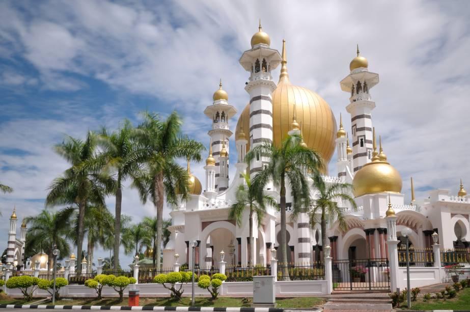 Inaugurada em 1917, a mesquita Obudiah (ou Ubudiah) teve sua construção interrompida diversas vezes, uma delas porque dois elefantes estavam brigando na região e destruíram azulejos italianos de mármore. Ela conta com quatro minaretes e uma cúpula majestosa que causam impacto em quem vê a mesquita de longe e de perto.