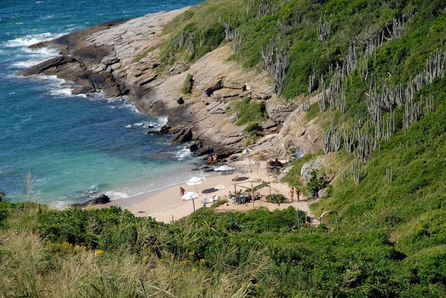 """<strong>6.<a href=""""http://viajeaqui.abril.com.br/estabelecimentos/br-rj-buzios-atracao-praia-olho-de-boi"""" rel=""""Olho-de-Boi, Búzios, Rio de Janeiro"""">Olho-de-Boi, Búzios, Rio de Janeiro</a></strong>A trilha íngreme e não sinalizada que parte do canto direito da Praia Brava demora aproximadamente 20 minutos para ser percorrida, mas a Olho-de-Boi compensa o esforço. O prêmio é o mar cristalino, onde dá para ver peixes mesmo sem máscara."""