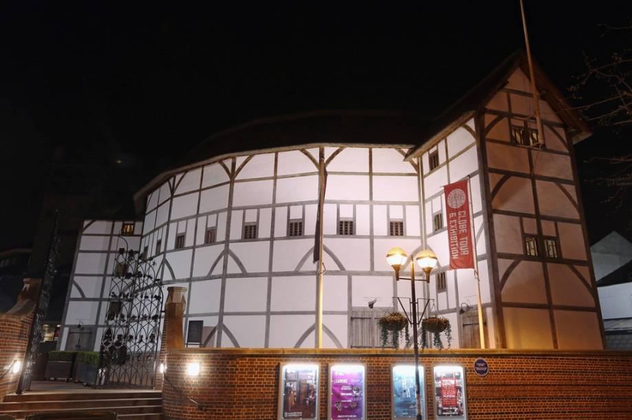 Reconstrução do antigo teatro de William Shakespeare, o The Globe, às margens do Tâmisa, em Londres