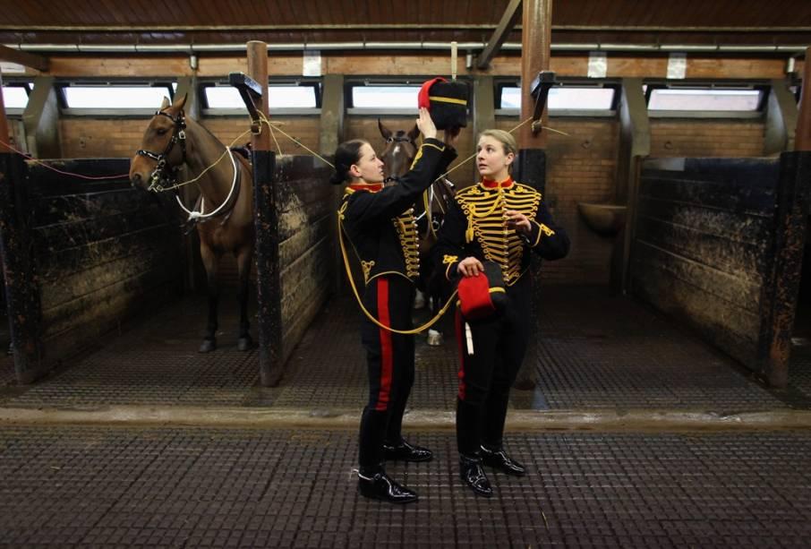 O Reino Unido detém uma longa tradição militar. Paradas regimentais, trocas de guarda e cerimônias com cavalaria fazem parte do dia-a-dia do país e podem ser observadas com certa frequência em Londres