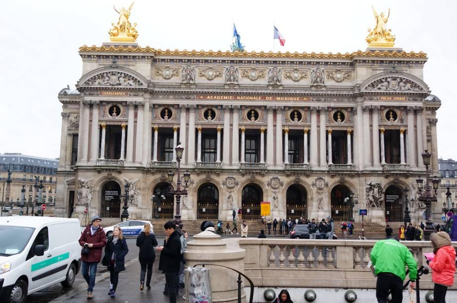 """A construção histórica do <a href=""""http://viajeaqui.abril.com.br/estabelecimentos/franca-paris-atracao-opera-garnier"""" rel=""""Palais Garnier"""" target=""""_self"""">Palais Garnier</a>, a antiga Ópera de Paris, é repleta de ricos elementos em sua arquitetura – e inspiraram a obra <em>O Fantasma da Ópera</em>. Erguida por Charles Garnier, ela foi imitada em diversos teatros do mundo inteiro"""