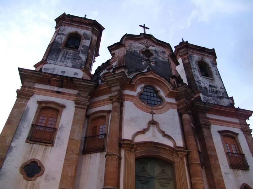 """Fachada da <a href=""""http://viajeaqui.abril.com.br/estabelecimentos/br-mg-ouro-preto-atracao-igreja-matriz-de-n-s-do-pilar"""" rel=""""Igreja Matriz Nossa Senhora do Pilar"""" target=""""_blank"""">Igreja Matriz Nossa Senhora do Pilar</a>"""