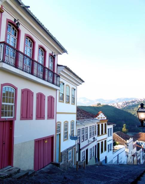 Rua do Centro Histórico da cidade; fundada no fim do século 17, Ouro Preto viveu um período de glória durante o Ciclo do Ouro em Minas Gerais