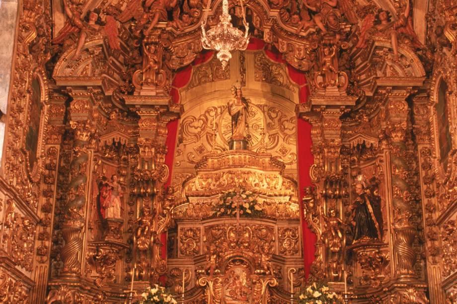 Altar da Matriz Nossa Senhora do Pilar – mais de 400 quilos de ouro ornamentam o interior da construção