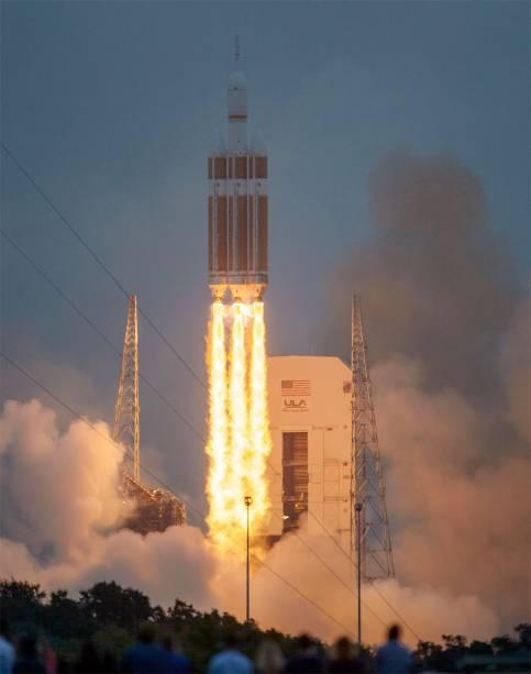 """No Kennedy Space Center, é possível comprar ingressos para assistir a lançamentos de foguetes. Para saber quais são os próximos lançamentos e agendar sua visita, <a href=""""https://www.kennedyspacecenter.com/events"""" rel=""""acesse o site do Kennedy Space Center"""" target=""""_blank"""">acesse o site do Kennedy Space Center</a>"""